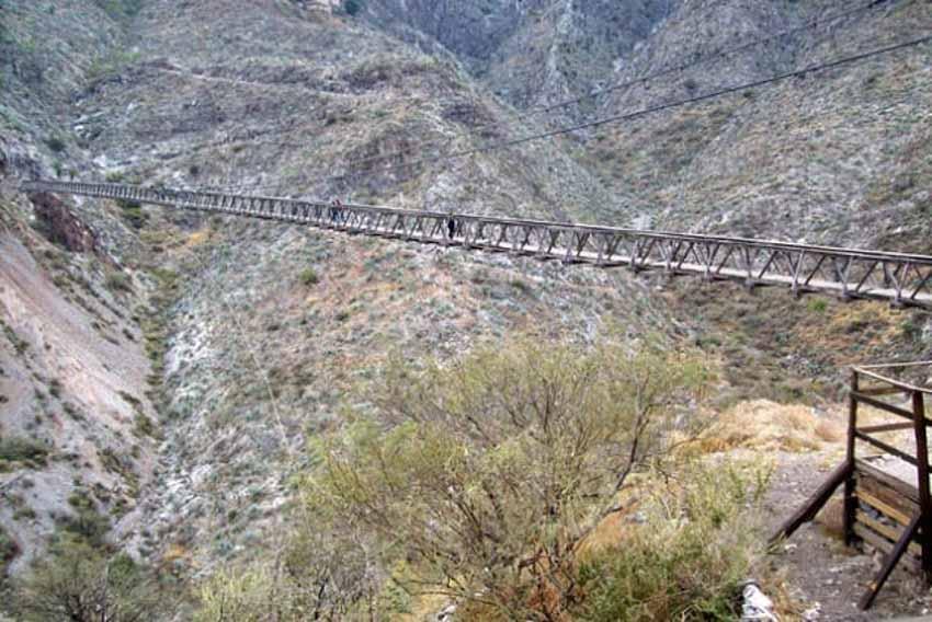10 cây cầu đáng sợ mà bạn không muốn đi qua -4