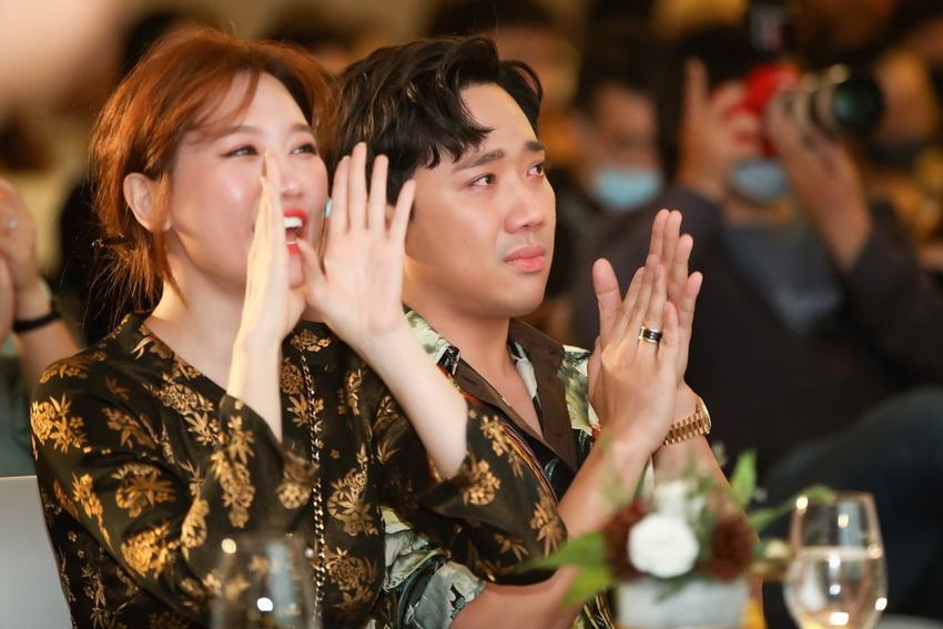 Hari Won diện áo bà ba, đội nón lá đi dự sự kiện của ông xã Trấn Thành 02