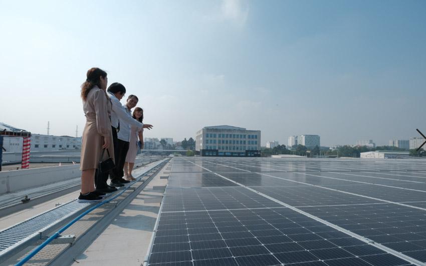 Tổng giám đốc SCSC - Nguyễn Quốc Khánh giới thiệu khách tham quan công trình