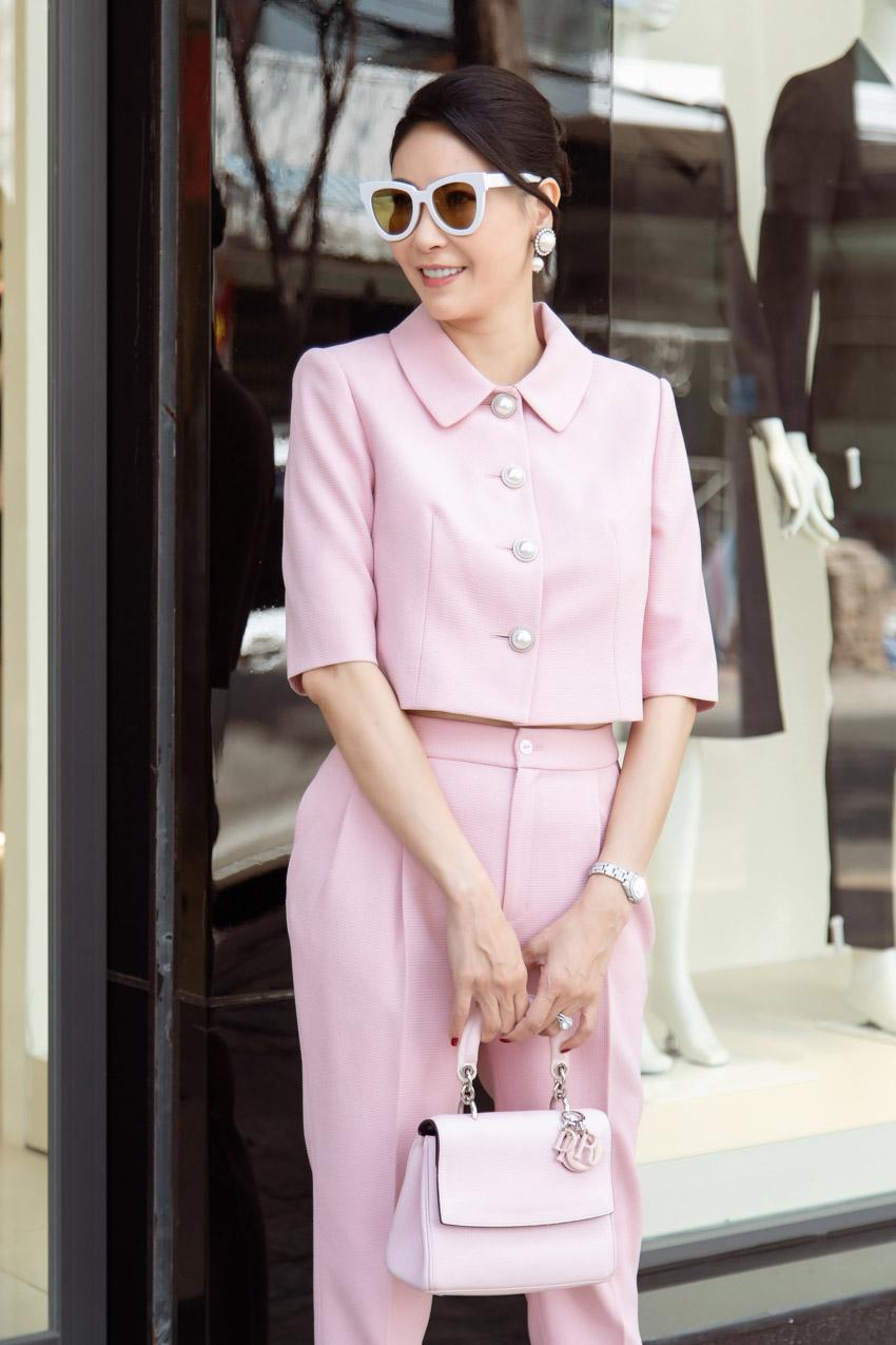 """Diễm My, Hà Kiều Anh """"hack tuổi"""" trong trang phục màu hồng tươi tắn"""