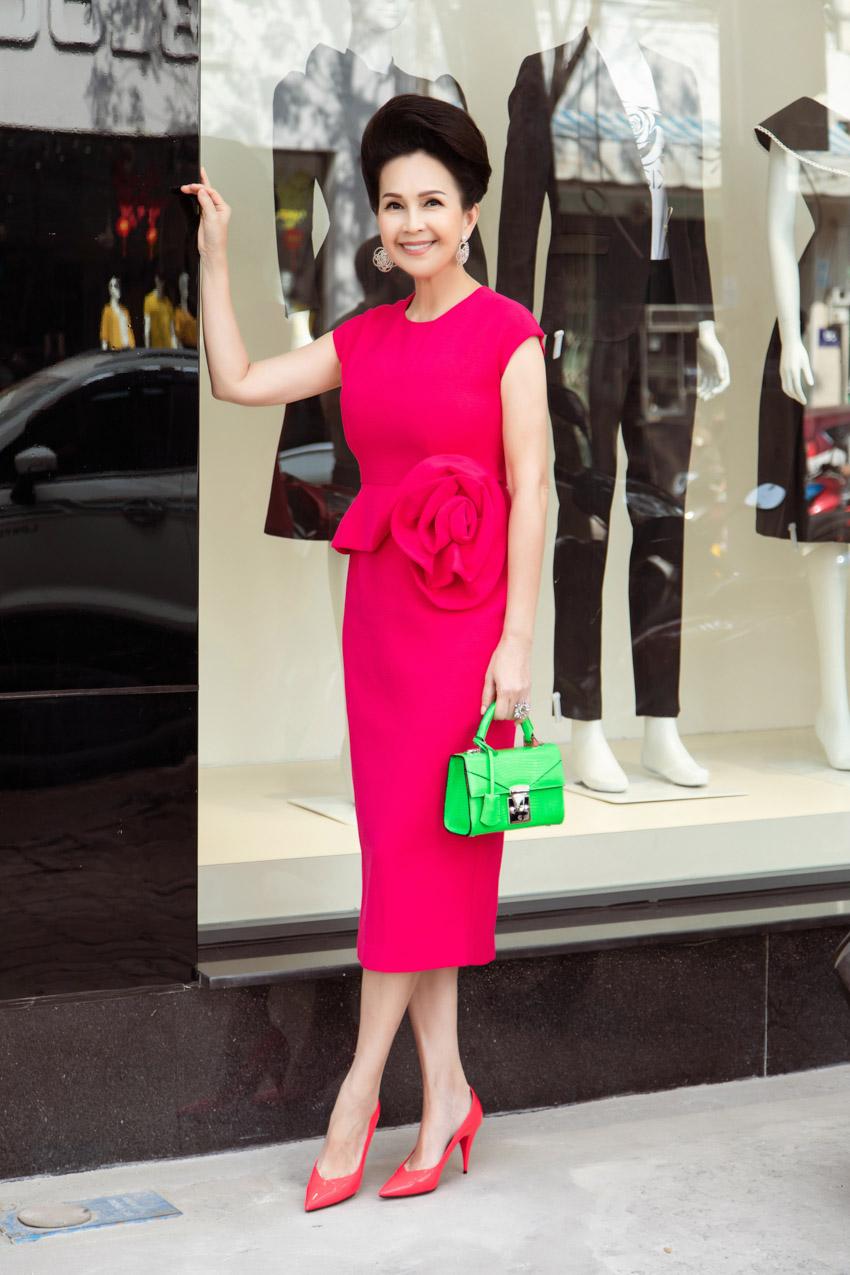 """Diễm My, Hà Kiều Anh """"hack tuổi"""" trong trang phục màu hồng tươi tắn - 3"""