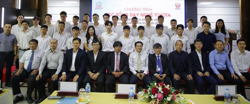 """Lễ tốt nghiệp khóa 2 và khai giảng khóa 3 Chương trình """"Học bổng dạy nghề Toyota"""" - 3"""