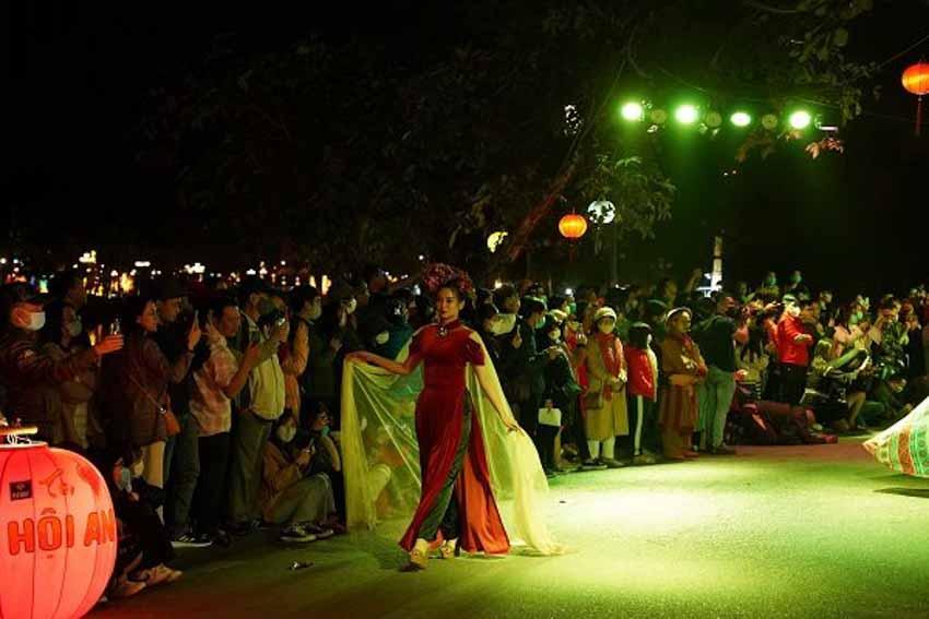 Áo dài, lồng đèn và đêm phố cổ - 7