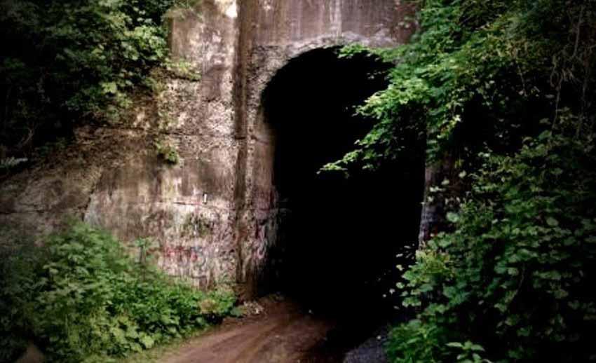 Những đường hầm ma ám với bối cảnh thực sự rùng rợn - 1