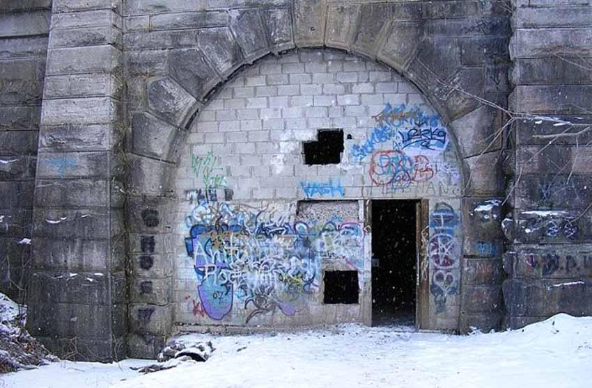 Những đường hầm ma ám với bối cảnh thực sự rùng rợn - 2