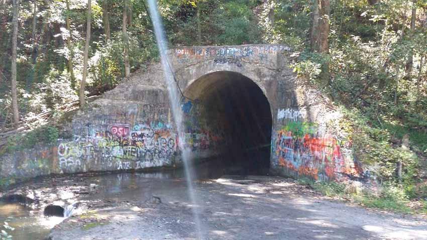 Những đường hầm ma ám với bối cảnh thực sự rùng rợn - 3