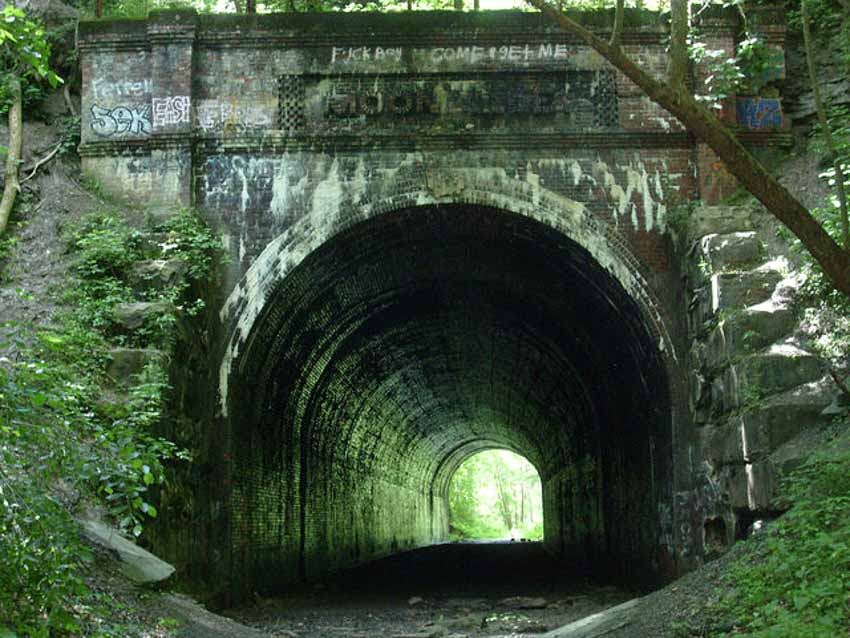 Những đường hầm ma ám với bối cảnh thực sự rùng rợn - 5