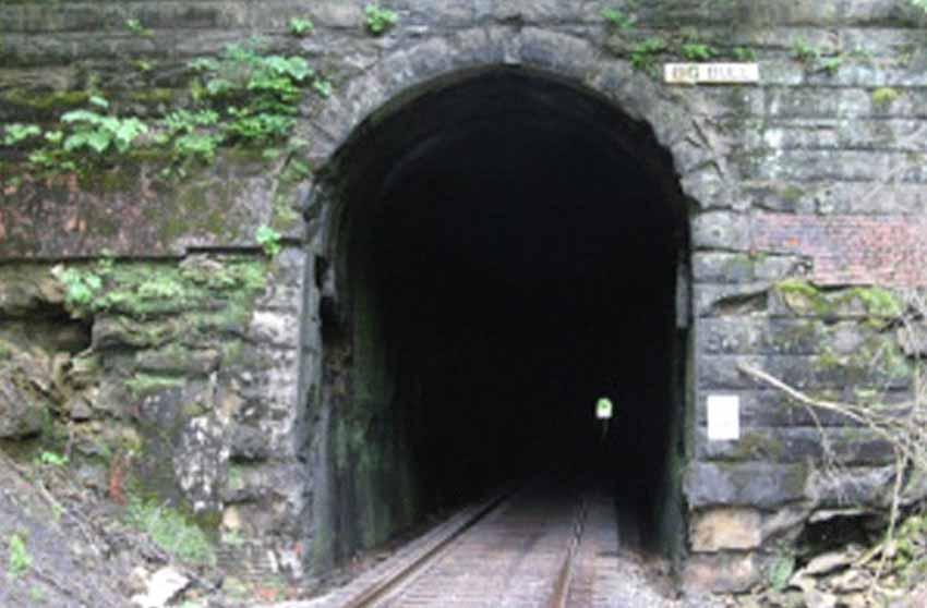 Những đường hầm ma ám với bối cảnh thực sự rùng rợn - 9