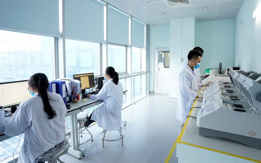 Hơn 100.000 xét nghiệm gen được thực hiện tại Viện Di truyền Y học - Gene Solutions. Ảnh: MGI-GS