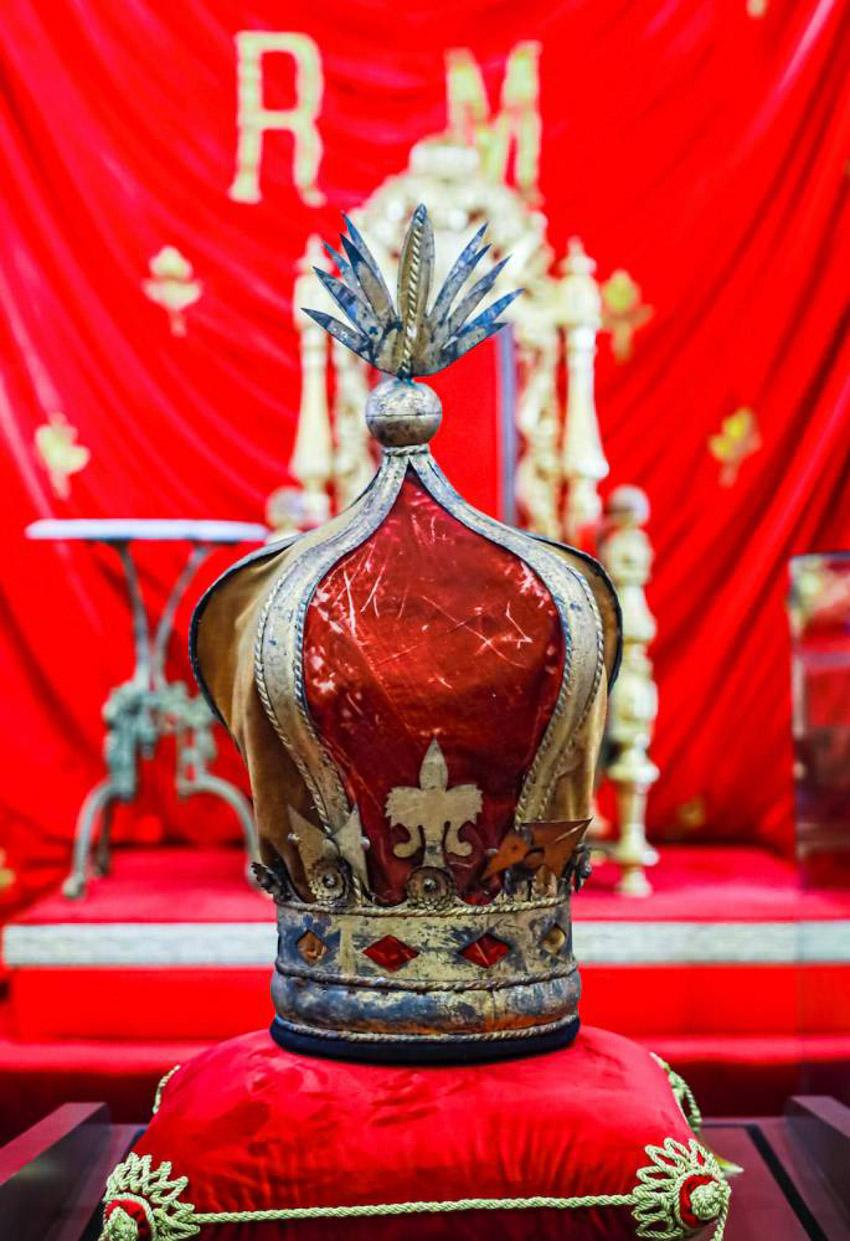 Vương miện được Bảo tàng Quân đội Pháp trao trả