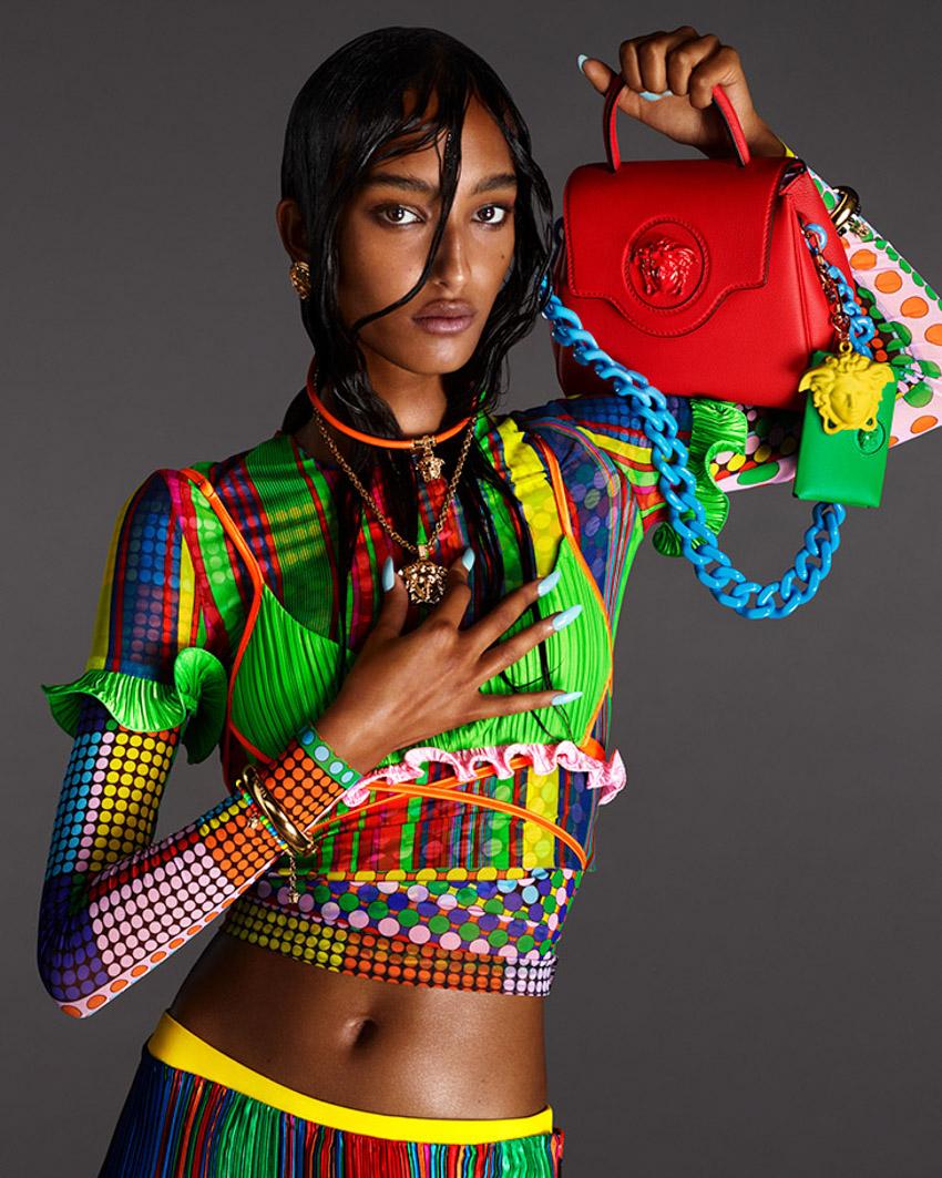 Versace mang đến sự huyền ảo với dòng túi xách SS21 La Medusa-9