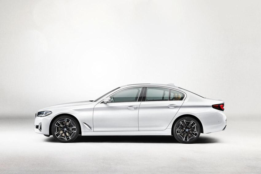Đánh giá nhanh BMW 5-Series 2021 vừa ra mắt đấu E-Class - 6