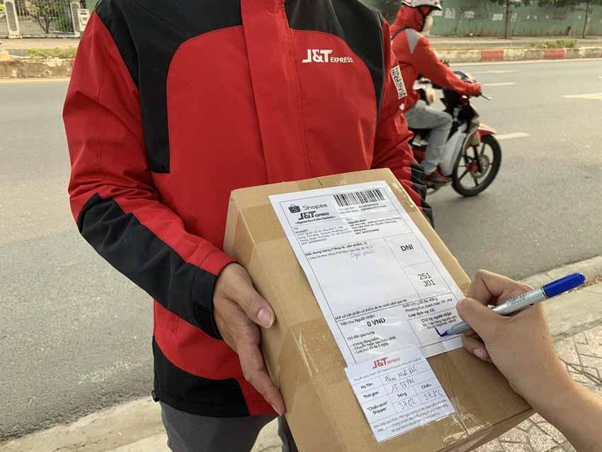 Chuyển phát nhanh J&T Express rút ngắn thời gian nghỉ Tết để hỗ trợ khách hàng dịp Tết Nguyên Đán - 4