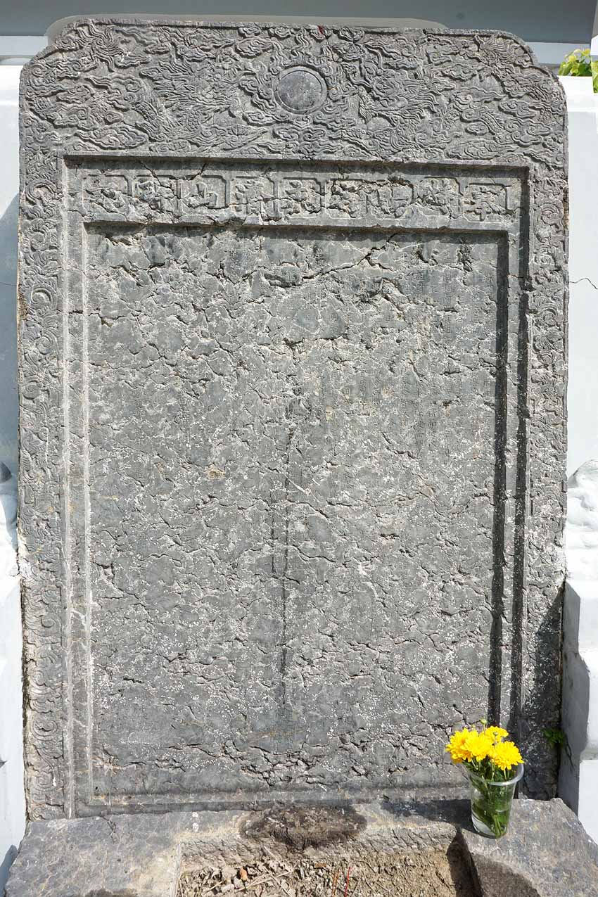 Về 2 bài thơ trên tấm bình phong ở mộ Thoại Ngọc Hầu - 2
