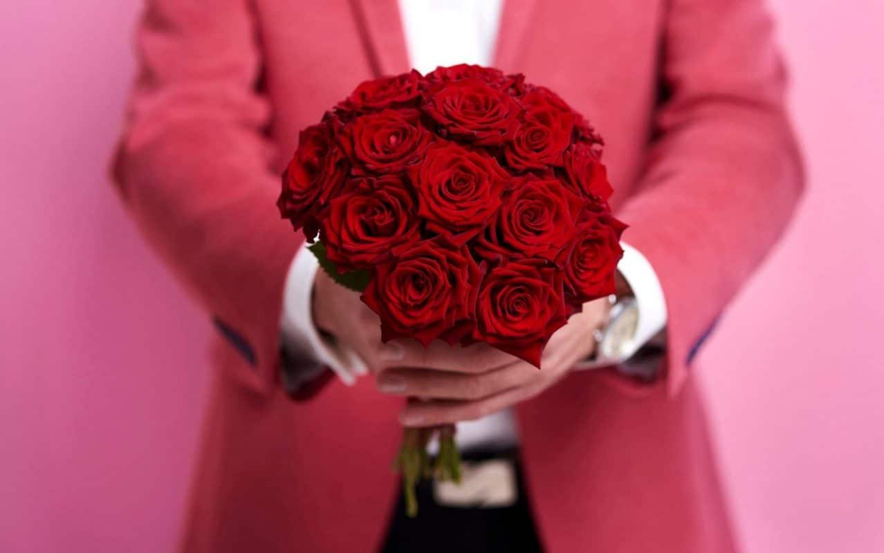 Gửi lời chúc đến người yêu thương dịp Valentine.