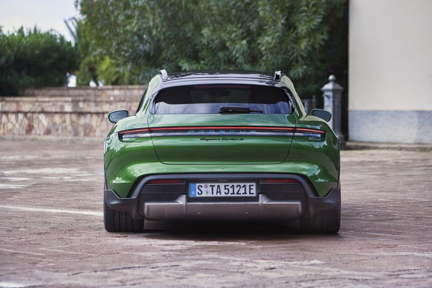 Taycan Cross Turismo - chiếc xe điện thể thao tiếp theo của Porsche - 17