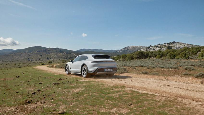Taycan Cross Turismo - chiếc xe điện thể thao tiếp theo của Porsche - 7