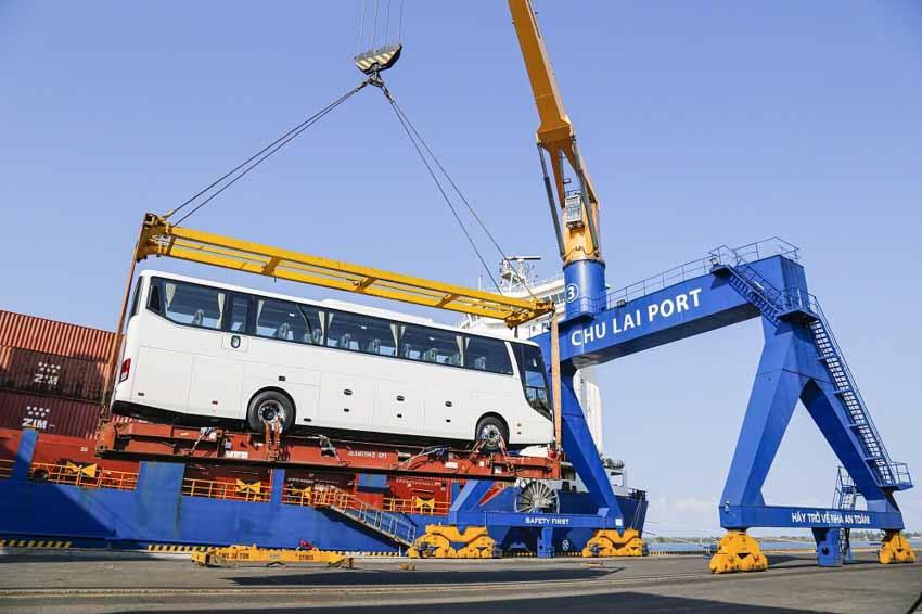 Thaco xuất khẩu hơn 200 ô tô và linh kiện phụ tùng trong ngày ra quân đầu năm Tân Sửu - 2