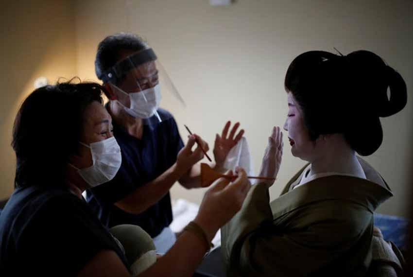 Geisha đấu tranh để sống còn trong bóng tối của coronavirus - 4