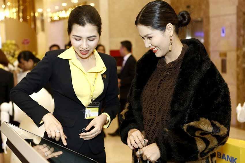 Ngân hàng Việt tăng tốc chuyển đổi số - 2