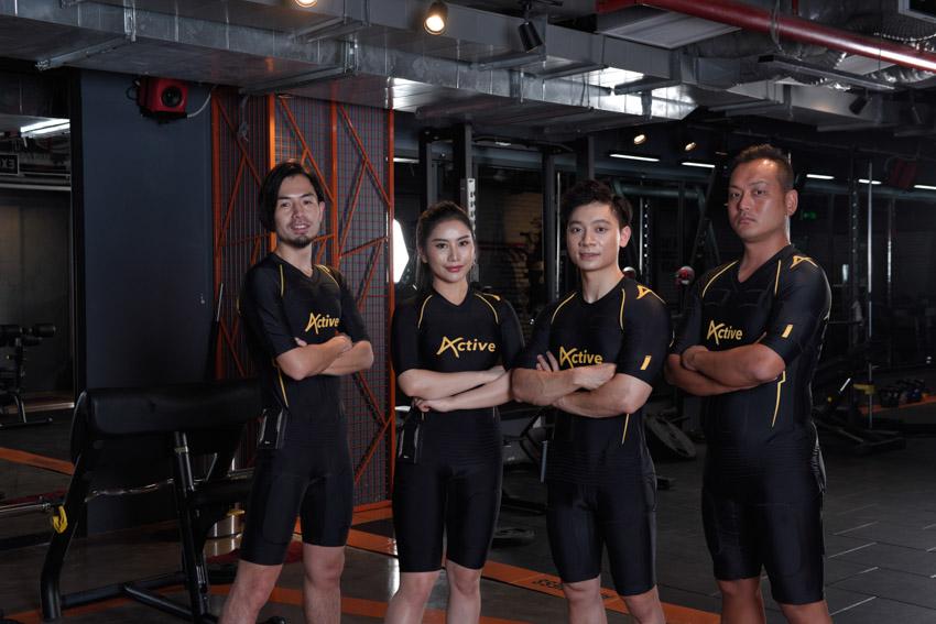 Đại diện Yagi Việt Nam chụp hình cùng các Youtuber nổi tiếng đang trải nghiệm sản phẩm