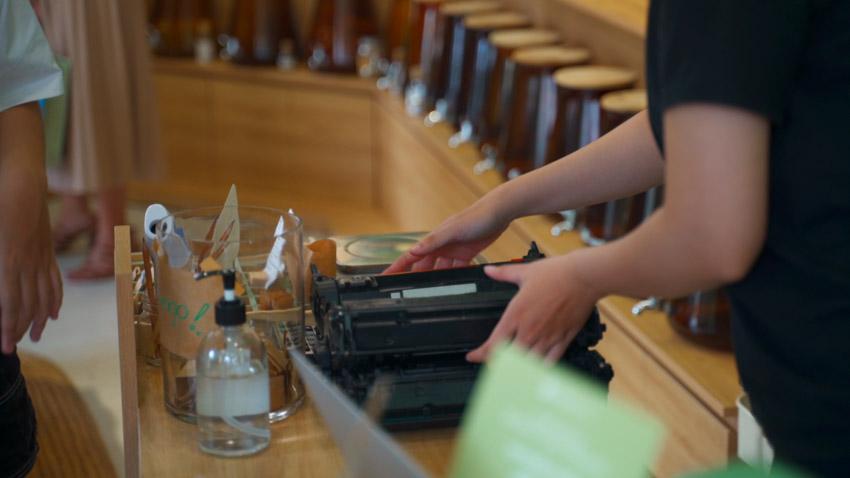 Những hộp mực in cũ được thu gom và xử lý đúng cách
