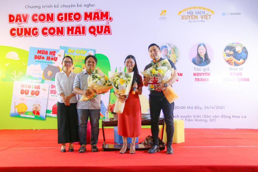"""Các diễn giả chương trình giao lưu """"Kể chuyện bé nghe: Dạy con gieo mầm, cùng con hái quả"""": tác giả Nguyên Trang (ở giữa), Nguyễn Trần Thiên Lộc (bên trái), họa sĩ Đặng Hồng Quân (bên phải)"""