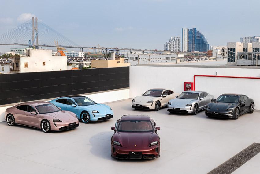 Những chiếc Porsche Taycan đầu tiên dòng xe thuần điện được giao đến khách hàng - 2