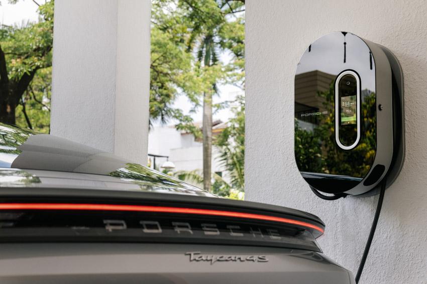 Những chiếc Porsche Taycan đầu tiên dòng xe thuần điện được giao đến khách hàng - 6