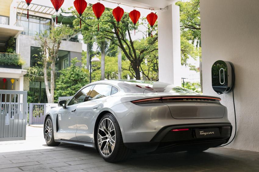 Những chiếc Porsche Taycan đầu tiên dòng xe thuần điện được giao đến khách hàng - 7