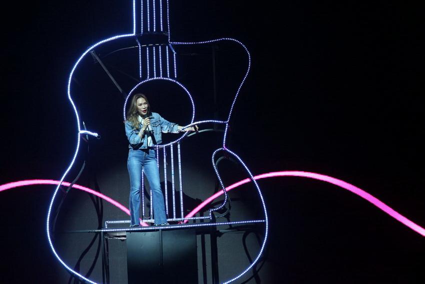 Khán giả rơi nước mắt khi nhìn Mỹ Tâm của 20 năm trước trên sân khấu Tri Âm 14