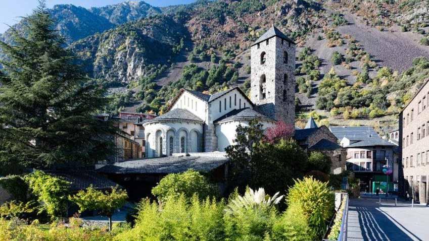 Andorra: Địa danh bí ẩn nhất châu Âu ở dãy Pyrénées - 1