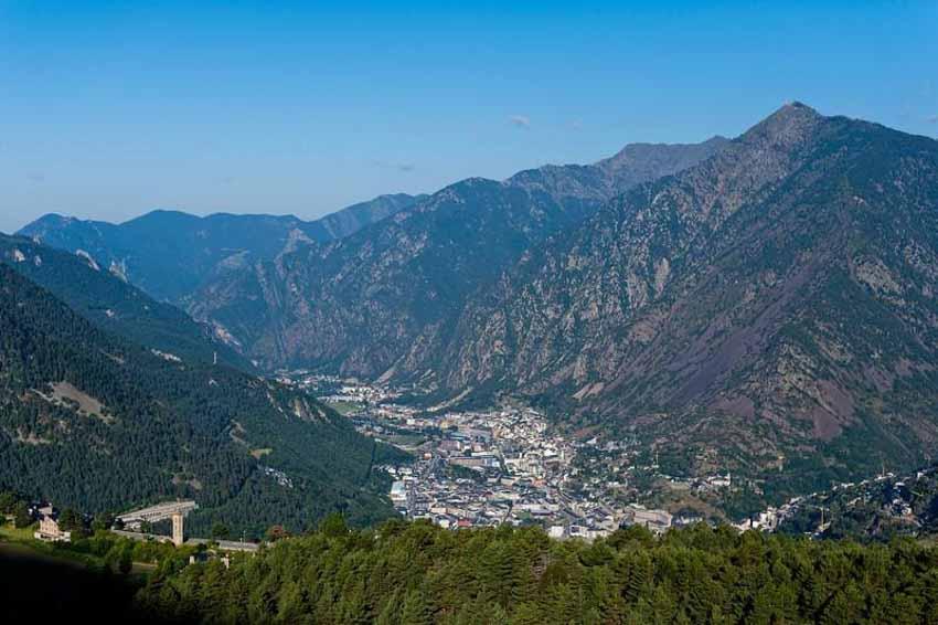Andorra: Địa danh bí ẩn nhất châu Âu ở dãy Pyrénées - 6
