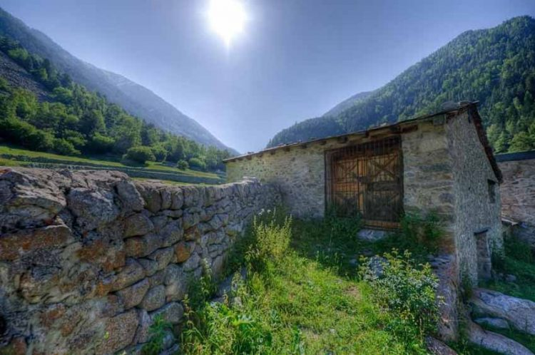 Andorra: Địa danh bí ẩn nhất châu Âu ở dãy Pyrénées - 8