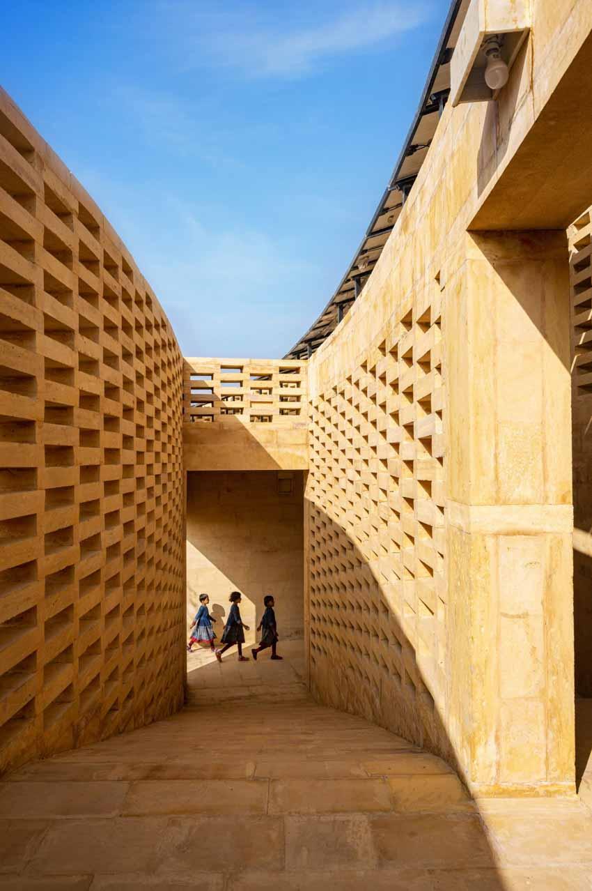 Kiến trúc độc đáo của ngôi trường nữ sinh ở Ấn Độ - 5