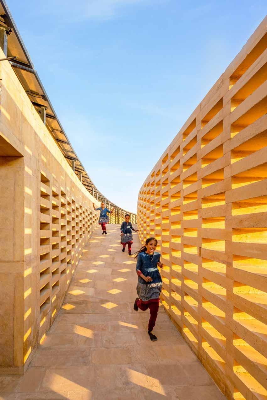 Kiến trúc độc đáo của ngôi trường nữ sinh ở Ấn Độ - 11