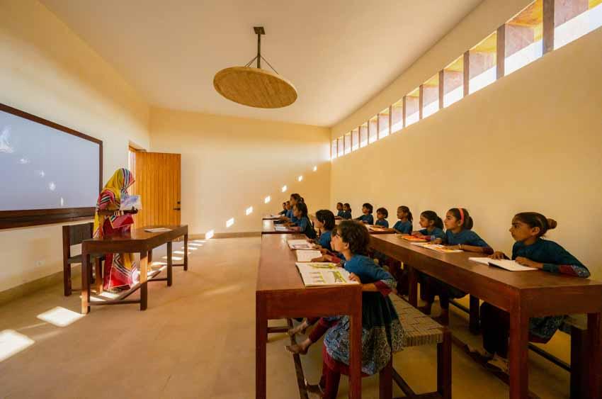 Kiến trúc độc đáo của ngôi trường nữ sinh ở Ấn Độ - 13