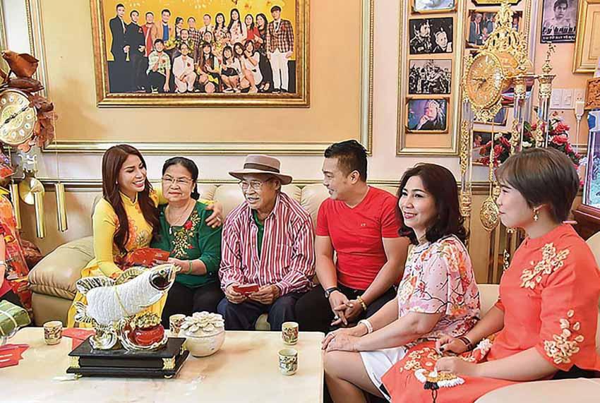 Diễn viên Lý Hùng: 'Nền tảng gia đình giúp tôi tránh xa mọi scandal' - 3