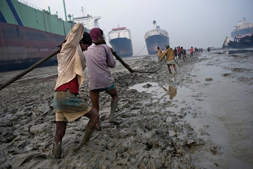 'Địa ngục kiếm cơm' trong 'nghĩa địa tàu thuyền Chittagong' - 2