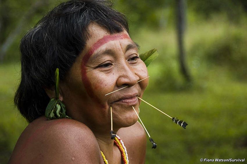 Những bộ tộc vẫn giữ nếp sống từ thời nguyên thủy - 4