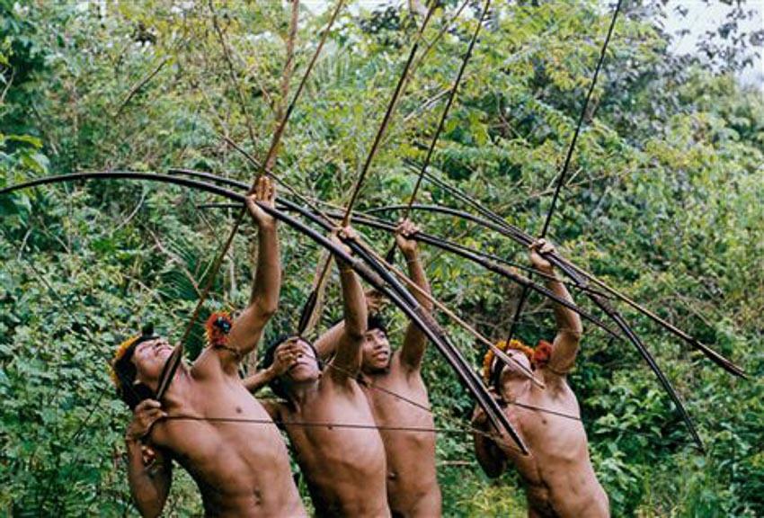 Những bộ tộc vẫn giữ nếp sống từ thời nguyên thủy - 9