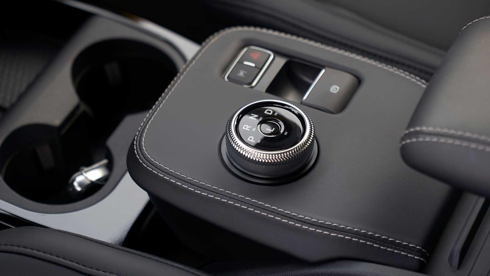 Chỉ dành cho những người mua xe điện Mach-E hoài cổ, Ford đã tạo ra một loại nước hoa có mùi xăng - 3