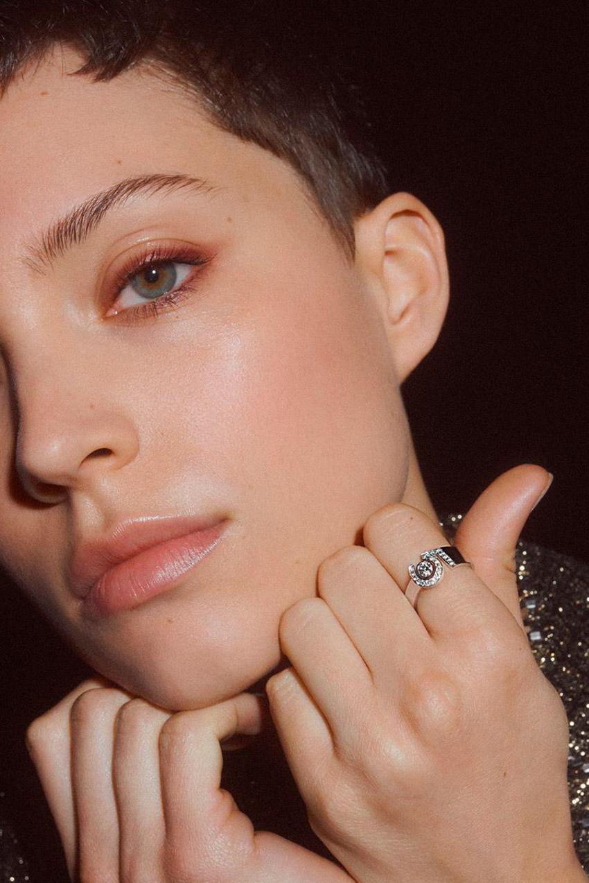 Bộ sưu tập trang sức cao cấp Eternal No.5 của Chanel kỷ niệm một thế kỷ của hương thơm mang tính biểu tượng