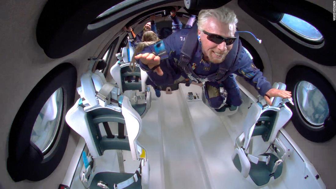 Richard Branson và phi hành đoàn trên tàu VSS Unity vào ngày 11 tháng 7 năm 2021. Nguồn: Virgin Galactic