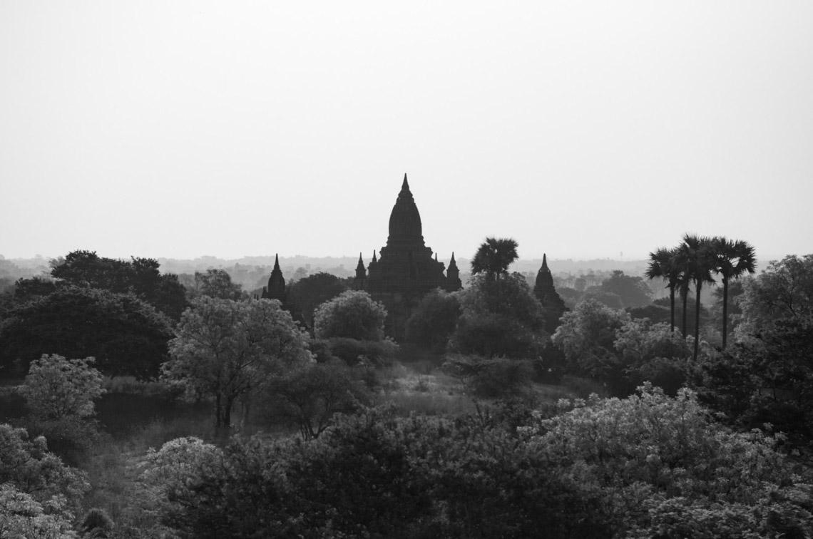 Myanmar in monochrome của nhiếp ảnh gia Patrick Hamilton - 1