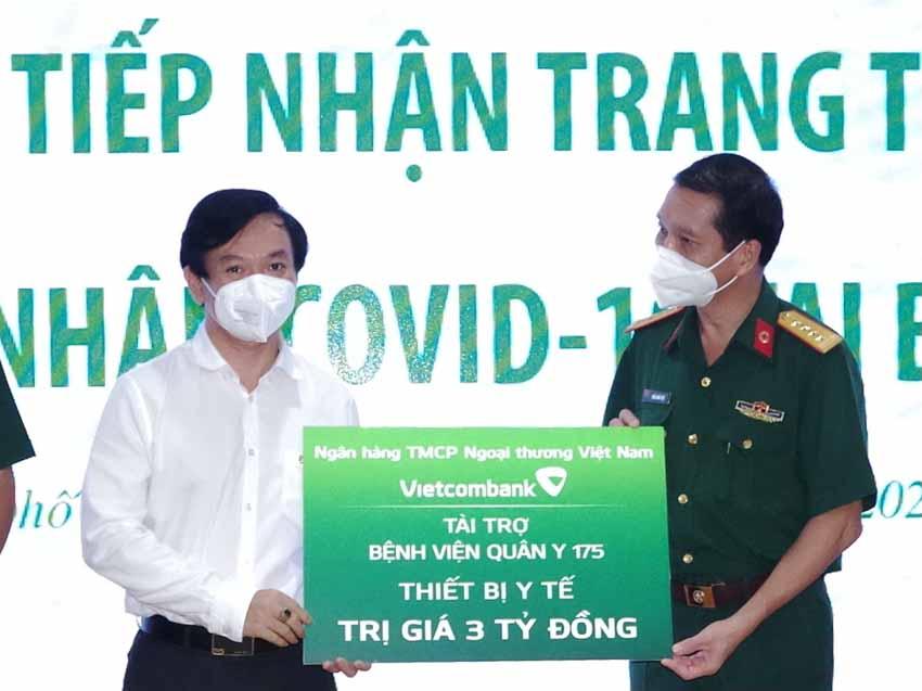 Vietcombank trao tặng trang thiết bị y tế tổng trị giá 9 tỉ đồng cho Bệnh viện Chợ Rẫy và Bệnh viện Quân y 175 - 1