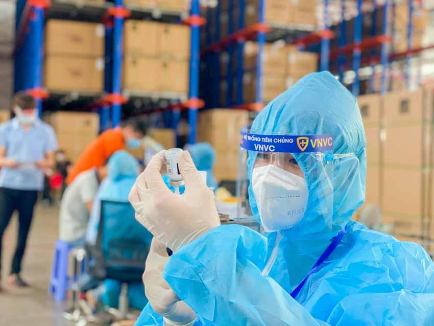 Thêm hơn 1,4 triệu liều vắc xin COVID-19 của AstraZeneca về đến Việt Nam - 2