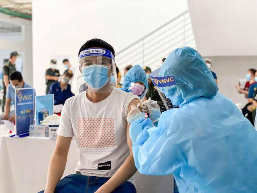 Thêm hơn 2 triệu liều vắc xin COVID-19 của AstraZeneca về đến Việt Nam - 2
